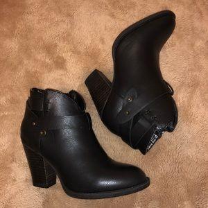 Xoxo booties